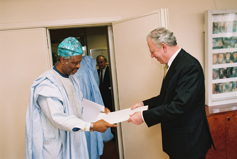 Presentation of the credentials to the Heads of Mission to Jacques Santer, President of the EC