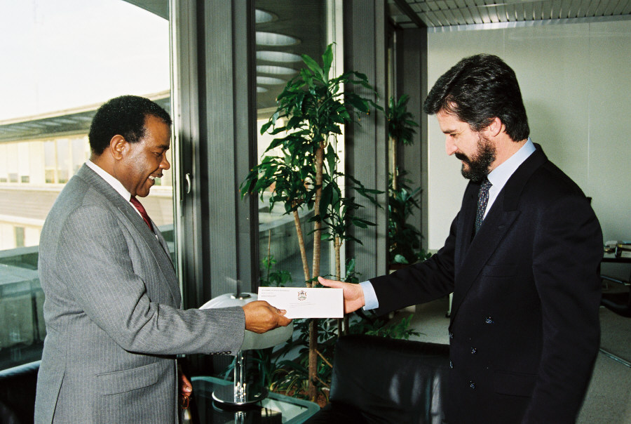 Presentation of the credentials of the Head of the Mission of Barbados, to Manuel Marín, Vice-President of the CEC