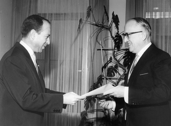 Presentation of the credentials of the Head of the Mission of Tunisia to Walter Hallstein, President of the Commission of the EEC