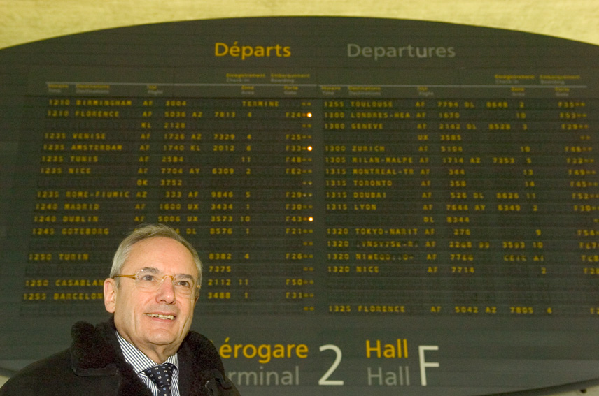 Jacques Barrot, Vice-President of the EC in charge of Transport, at Roissy airport