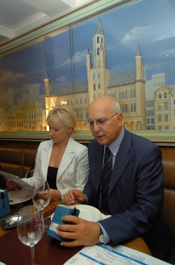 Margot Wallström and Stavros Dimas, Vice-President and Member of the EC, measuring the quality of air