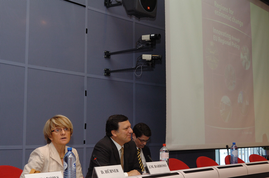 Danuta Hübner, Member of the EC, and José Manuel Barroso, President of the EC, at the conference: