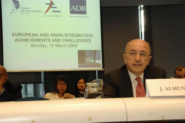 Clôture de la conférence European and Asian integration achievements and challenges par Joaquín Almunia
