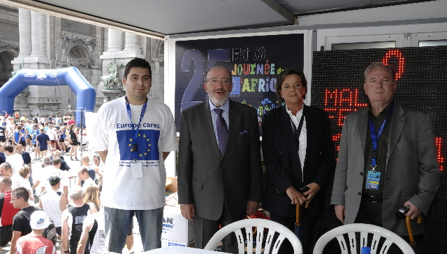 Launch of the 20 km de Bruxelles by Louis Michel, Member of the EC
