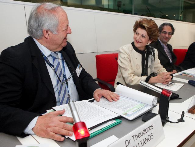 Participation d'Androulla Vassiliou, membre de la CE, au 20e séminaire des enseignants grecs du Benelux
