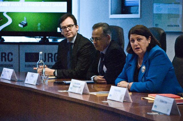 Visite de Máire Geoghegan-Quinn, membre de la CE, du Centre commun de recherche - Institut de l'énergie et des transports de la CE, aux Pays-Bas
