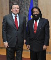 H.E. Ambassador Jagdish Dharamchand Koonjul, Head of the Mission of  Mauritius to the EU, on the right, and José Manuel Barroso