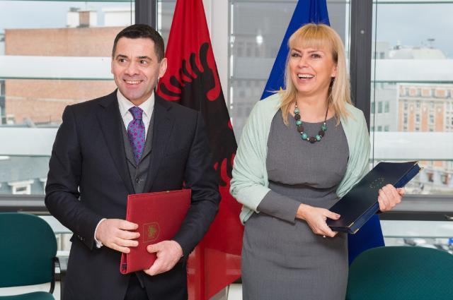 Signature of the Agreement formalising the entry of Albania in the COSME programme by Elżbieta Bieńkowska, Member of the EC, and Arben Ahmetaj, Albanian Minister for Economic Development, Trade and Entrepreneurship
