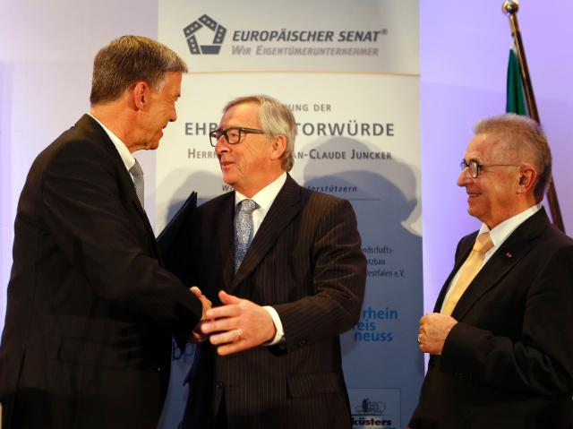 Giving of the title of Honorary Senator of the 'Wir Eigentümerunternehmer-Gruppe' in the European Senate to Jean-Claude Juncker, President of the EC