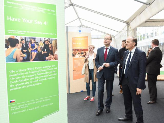 Participation de Tibor Navracsics, membre de la CE, à une exposition présentant une sélection des projets dans le cadre du festival YO!Fest organisé par le Forum européen de la jeunesse