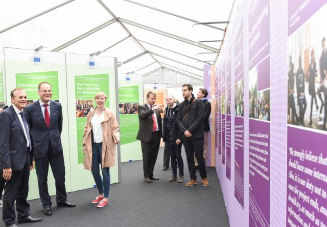 Participation of Tibor Navracsics, Member of the EC, in a pop-up exhibition featuring the shortlisted projects as part of the YO!Fest organised by the European Youth Forum