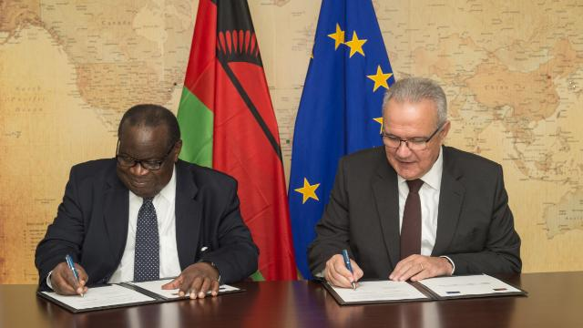 Signing ceremony of the National Indicative Programme for Malawi for the 2014-2020 period