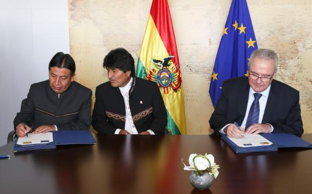 Signature of three financing agreement with Bolivia
