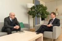 Visite de Jukka Juusti, secrétaire d'État permanent finlandais au ministère de la Défense, à la CE