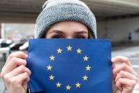 Les jeunes et le drapeau européen