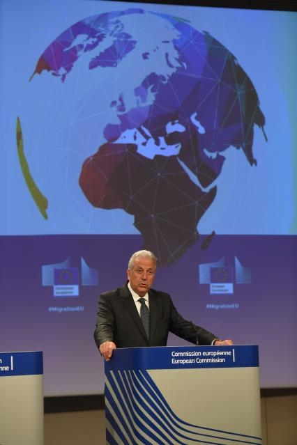 Press conference by Dimitris Avramopoulos, Member of the EC in charge of Migration, Home Affairs and Citizenship, on the European Commission's note on migration ahead of the European Council