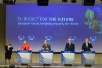 Conférence de presse de Federica Mogherini, vice-présidente de la CE, Johannes Hahn, Neven Mimica et Christos Stylianides, membres de la CE, sur le CFP - voisinage et monde