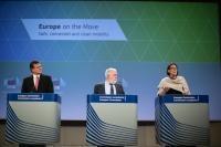 Conférence de presse de Maroš Šefčovič, vice-président de la CE, Miguel Arias Cañete et Violeta Bulc, membres de la CE, sur le troisième paquet «Europe en mouvement» pour une mobilité sûre, connectée et propre.