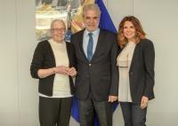 Visite de Vanessa Redgrave et Mimi Denissi à la CE