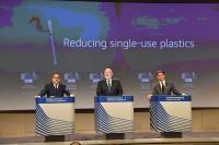 Conférence de presse sur des mesures législatives pour lutter contre les plastiques à usage unique