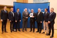 Handover of the report of the Task Force on Subsidiarity to Jean-Claude Juncker, President of the EC