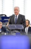 Participation de Dimitris Avramopoulos, membre de la CE, à la session plénière du PE