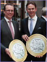 Jyrki Katainen, Vice-President of the EC, and Algirdas Šemeta, Member of the EC, in the festivities to celebrate the enlargement of the euro area to include Lithuania © European Union