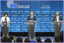 From left to right: Ms Laimdota STRAUJUMA, Latvian Prime Minister; Mr Donald TUSK, President of the European Council; Mr Jean-Claude JUNCKER, President of the European Commission during the Press conference and national briefings, European Council of 25-26 June © European Union