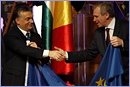 Viktor Orbán, Hungarian Prime Minister, on the left, receiving the EU Council Presidency flag from Yves Leterme, acting Belgian Prime Minister - © European Union, 2011