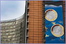The Berlaymont building with the sign announcing the entry of Estonia into the euro area © European Union, 2010