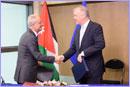 Olli Rehn and Umayya Toukan shake hands © European Union