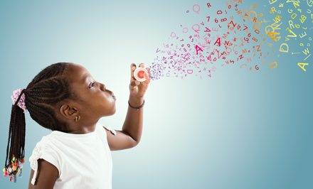 Child with letter bubbles (c) Adobe Stock