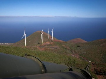 Wind turbines and an extinct volcano make this pioneering energy feat possible. Image courtesy of independent.co.uk