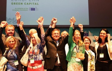 Mr. Zoran Jankovic, Mayor of Ljubljana and his team winning the European Green Capital 2016.  Photo courtesy of Ursula Bach Sharing Copenhagen