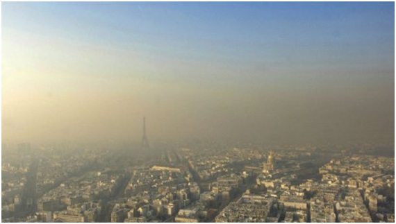 Central Paris surrounded by a haze of smog. Image courtesy of http://julietinparis.net/