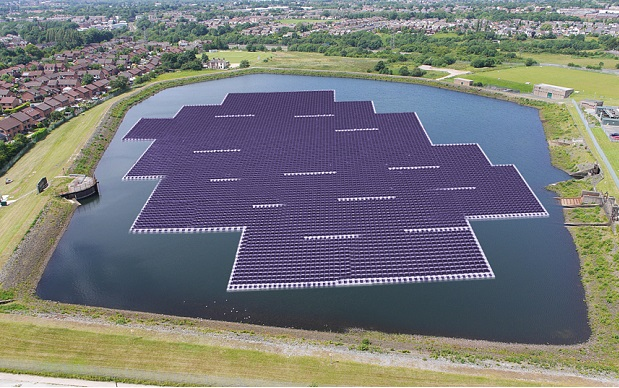 An artist's impression of the floating solar farm at Godley Reserve, Manchester. Image courtesy of corporate.unitedutilities.com
