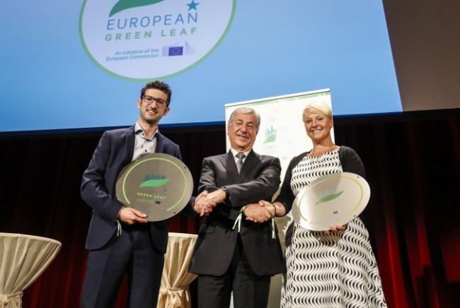 European Commissioner for the Environment, Maritime Affairs and Fisheries, Mr Karmenu Vella presenting the 2018 European Green Leaf Award to Leuven's Deputy Mayor, Mr Mohamed Ridouani and Växjö (Sweden) Mayor, Ms Anna Tenje.