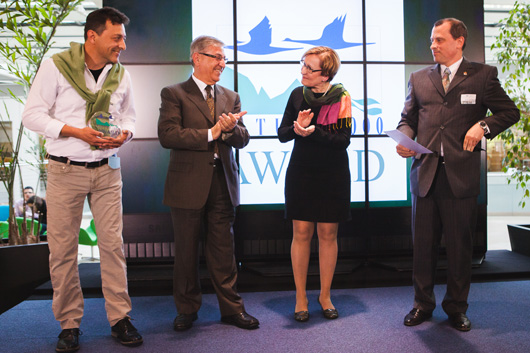 European Commissioner for Environment, Maritime Affairs and Fisheries, Karmenu Vella (centre left), and the Vice-Chair of the Committee of the Regions Commission for the Environment, Climate Change and Energy, Sirpa Hertell (centre right) with Alexander Habermeier and Andreas Linsmeier of NaturFreunde Württemberg, Germany – winner of the Communication Award.