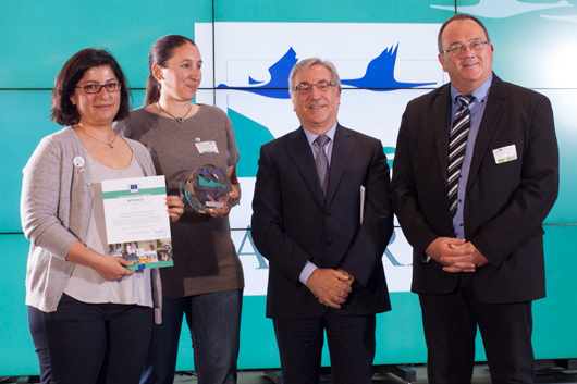 European Commissioner for Environment, Maritime Affairs and Fisheries, Karmenu Vella (centre right), and Jury member Roby Biwer (Committee of the Regions) (right) with Manolia Vougioukalou and Roula Trigou (Hellenic Ornithological Society) – winners of the 2016 Cross-border cooperation and Networking Award
