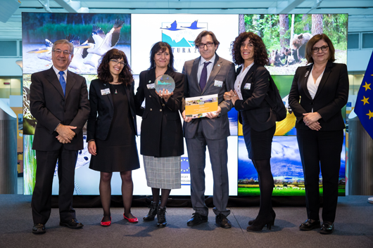 European Commissioner for Environment, Maritime Affairs and Fisheries, Karmenu Vella, with Beatriz Sanchez Cepeda and Asunción Ruiz Guijosa from SEO/BirdLife, Arturo Larena and María Cristina Yuste from the Agencia EFE – winners of the 2018 Communication Award, and Adina Iona Valean, Member of the European Parliament and jury member.