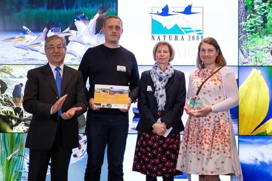 European Commissioner for Environment, Maritime Affairs and Fisheries, Karmenu Vella, with Diane Mitchell, jury member from COPA COGECA with Bert Holm from the Estonian Seminatural Communities Conservation Association and Annely Esko from the Estonian Environmental Board.