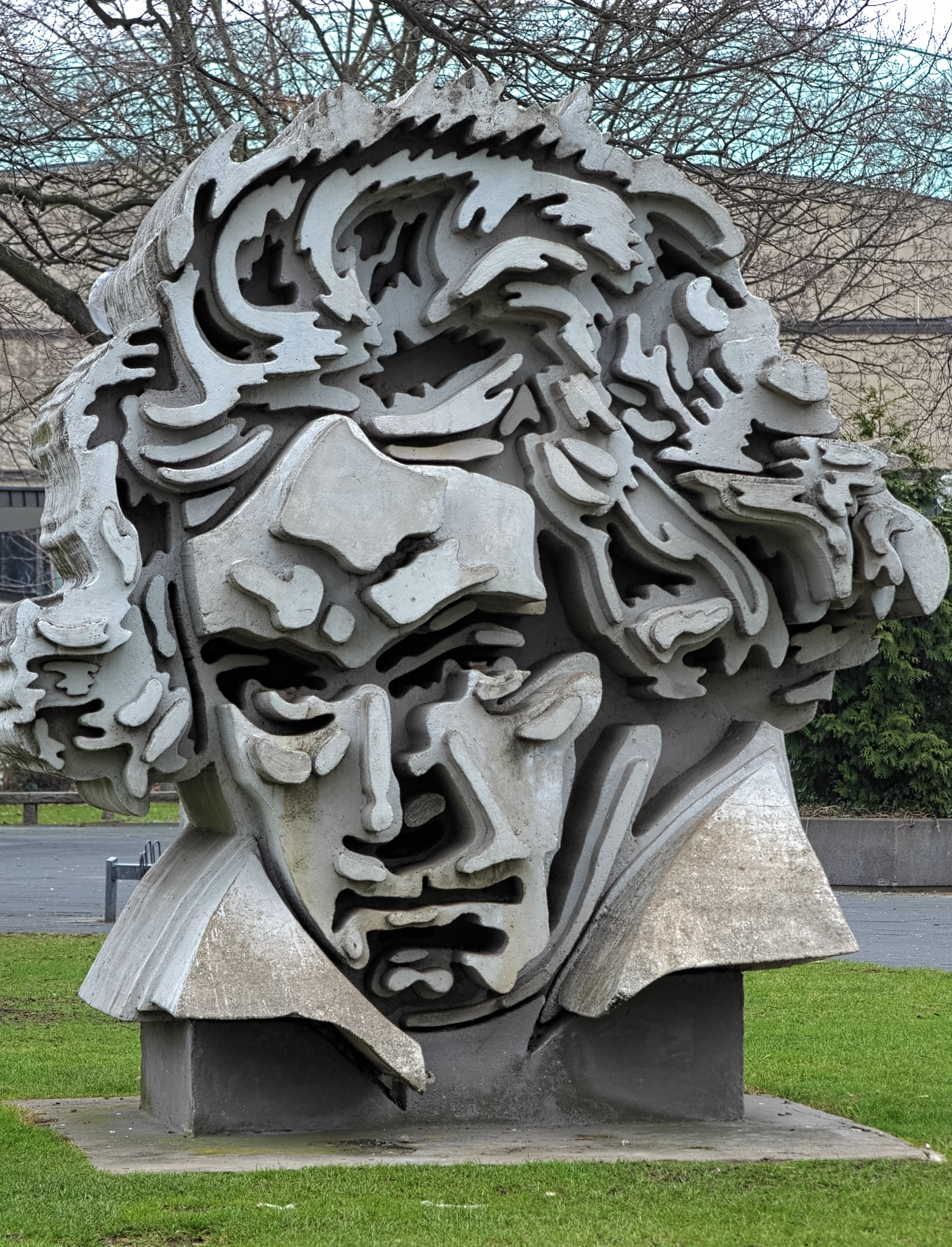 Image illustrating Beethoven statue in Bonn/Germany © Mikhail Markovskiy / Shutterstock.com