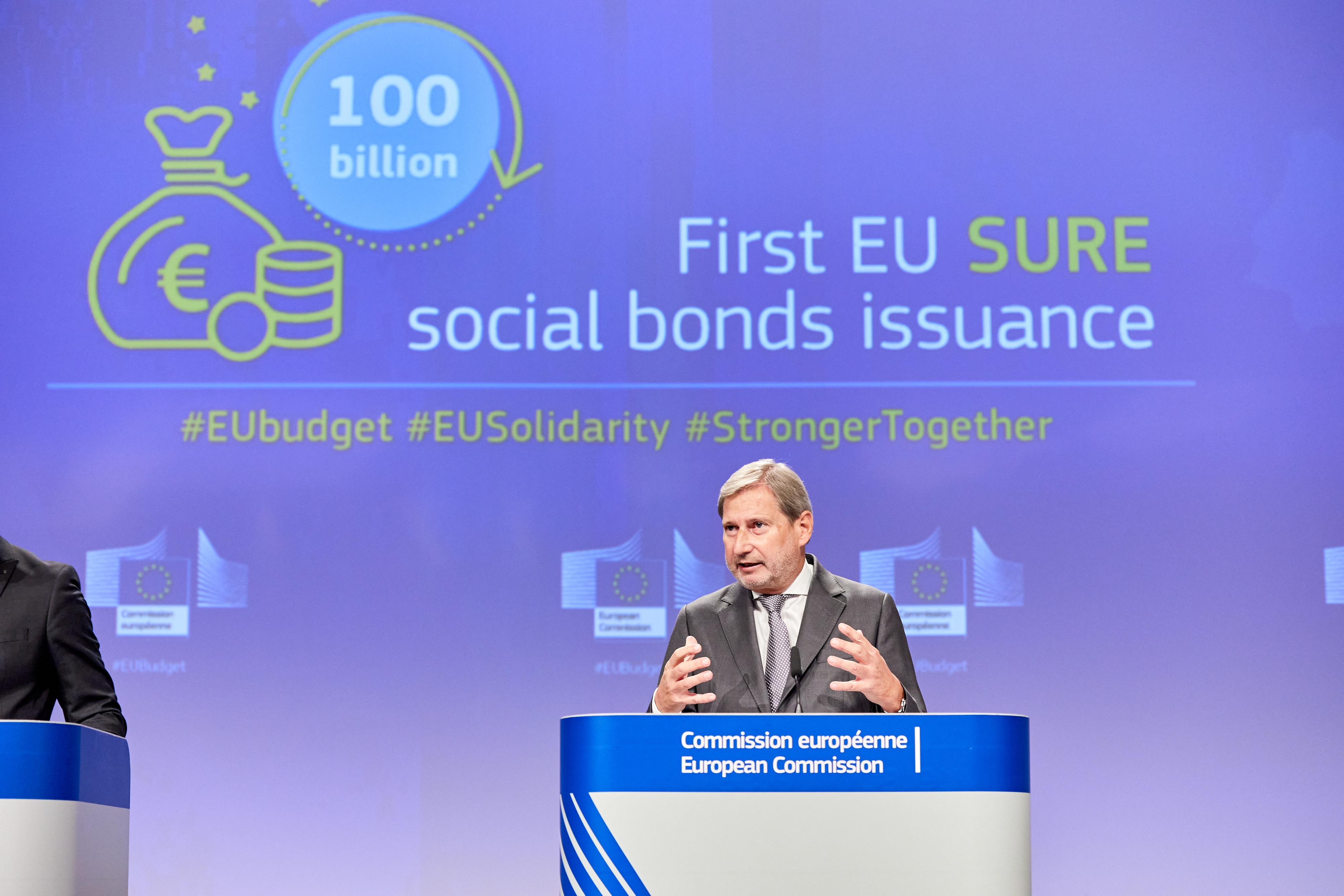 Commissioner Hahn @ First EU SURE social bonds issuance