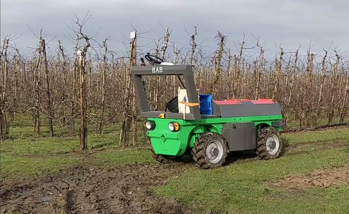 Autofruit unmanned tractor © NVBAB bamps, 2020