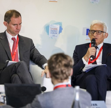 Jerzy Buzek speaks at Citizen's Dialogue with Youth on Sustainable Consumption in Energy