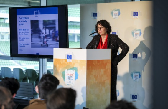 Marie-Paule Benassi speaks at Citizen's Dialogue with Youth on Sustainable Consumption in Energy
