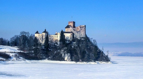 Photo of castle iin winter by Karolina Grabarczyk-Chocholek