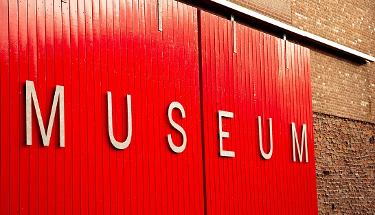Photo of red wall with museum by Kim Noordijk