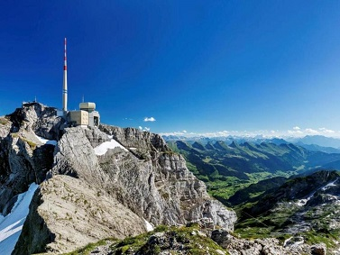 Meteorological station of Saentis (Switzerland) SAENTIS has one of the highest rates of lightning strikes in Europe with altitude 2 500 m, fully instrumented for the detection of lightning. 100 lightning strikes every year; many events of upward lighting leader.