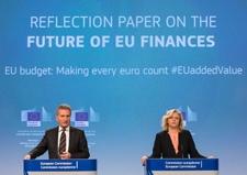Günther Oettinger, on the left, and Corina Creţu © European Union , 2017